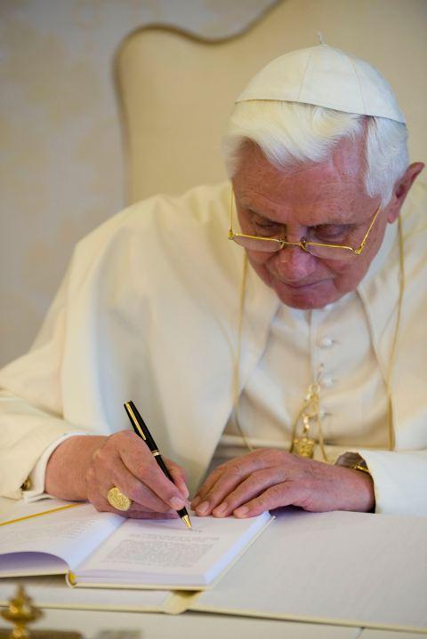 BENEDETTO XVI si dimette. Un papa che è già nella storia della cultura occidentale.